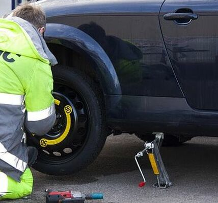 ​This is a picture of a roadside assistance.
